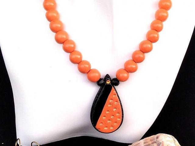 Černo oranžový náhrdelník